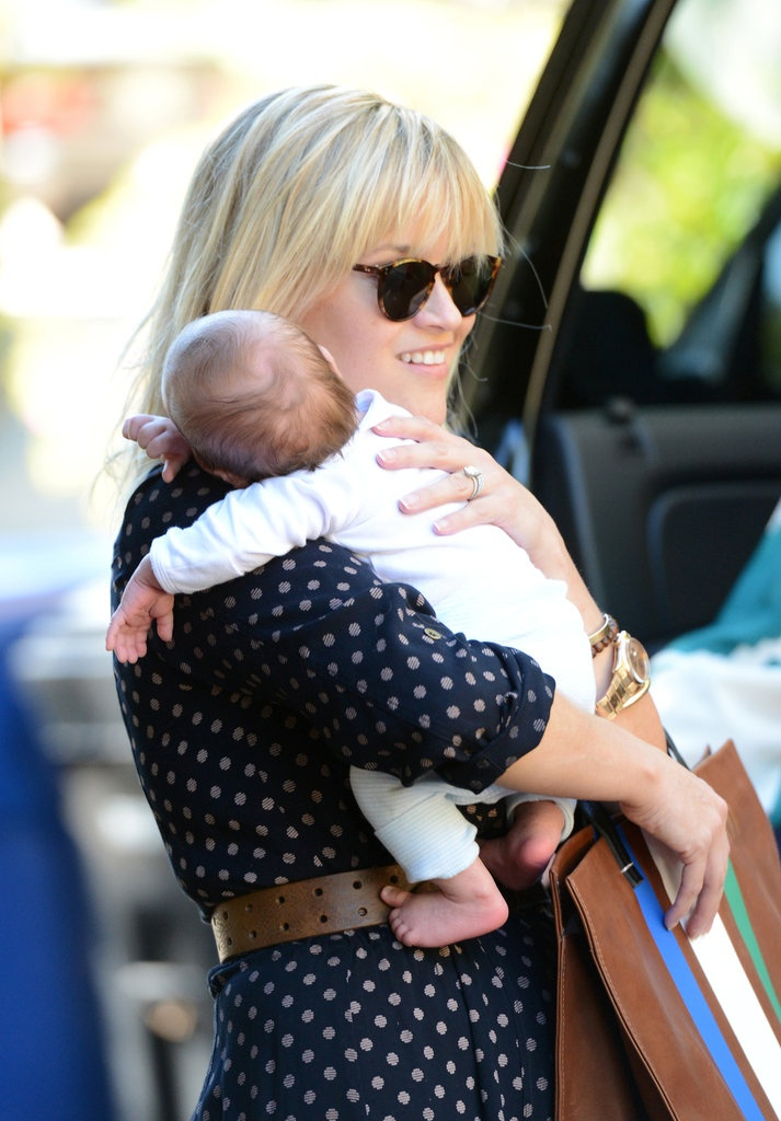 Reese Witherspoon Totes Baby Tennessee James : Tennessee James Toth snuggled close to Reese Witherspoon.