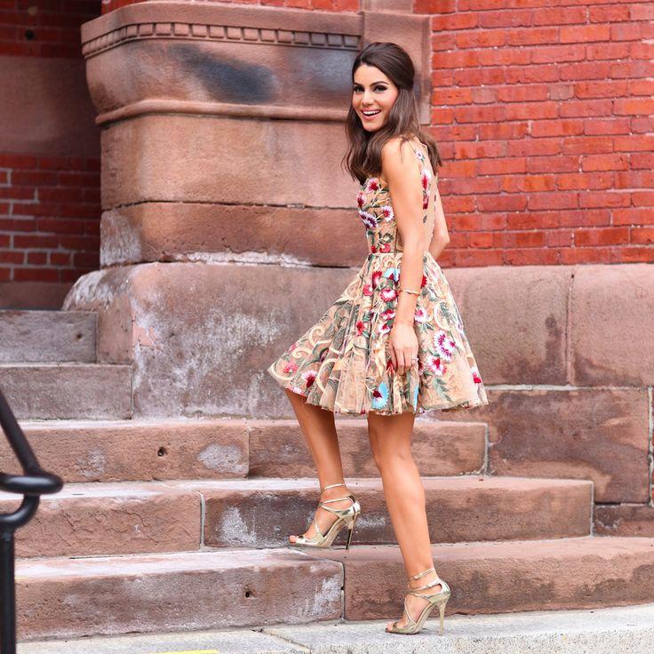Camila coelho usa vestido alfreda para festa de casamento