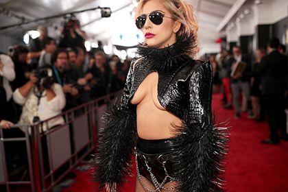 Леди Гага рассказала о хронической боли в бедре http://mnogomerie.ru/2017/03/30/ledi-gaga-rasskazala-o-hronicheskoi-boli-v-bedre/  Леди Гага Американская поп-певица Леди Гага стала главной героиней нового номера британского медицинского журнала Arthritis Magazine. Она дала изданию большое интервью, в котором рассказала о том, как преодолевает хроническую боль в бедренном суставе. Об этом в четверг, 30 марта, сообщает NME. В интервью певица делится опытом борьбы с заболеванием бедренного…