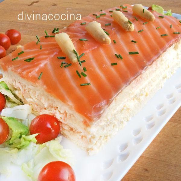 Este pastel de salmón y espárragos se prepara con pan de molde es sencillísimo de preparar, y te resuelve en un momento un menú de fiesta para invitados.