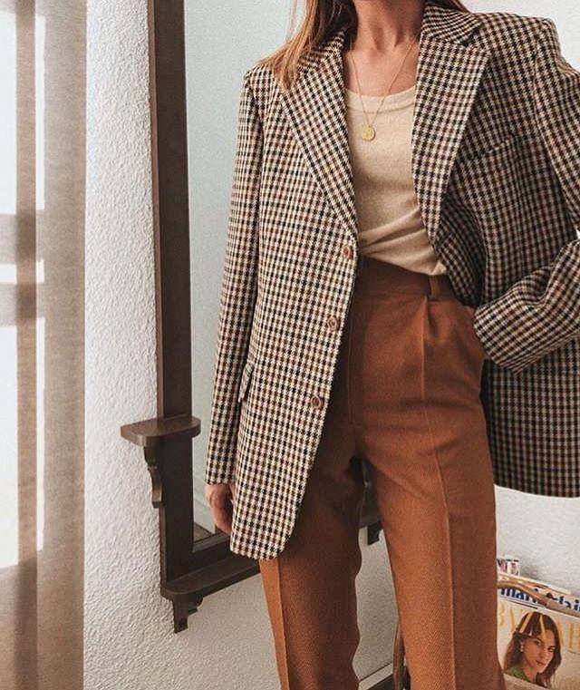 Mais informaçõesEncontre este Pin e muitos outros na pasta Outfits de Kathy.   – Outfit