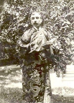 An unusual sartorial choice. Eça de Queiroz wearing a Chinese robe.