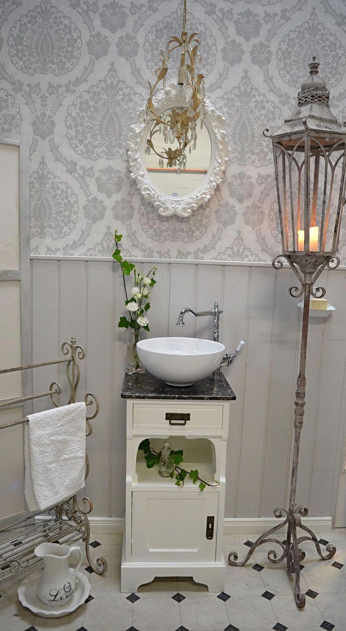 Gastewaschtische Und Kleine Waschtische Fur Ein Wohnliches Badezimmer Landhaus Nostalgie Vintage Retro Cozy Bathroom Shabby Chic Room Shabby Chic Bathroom