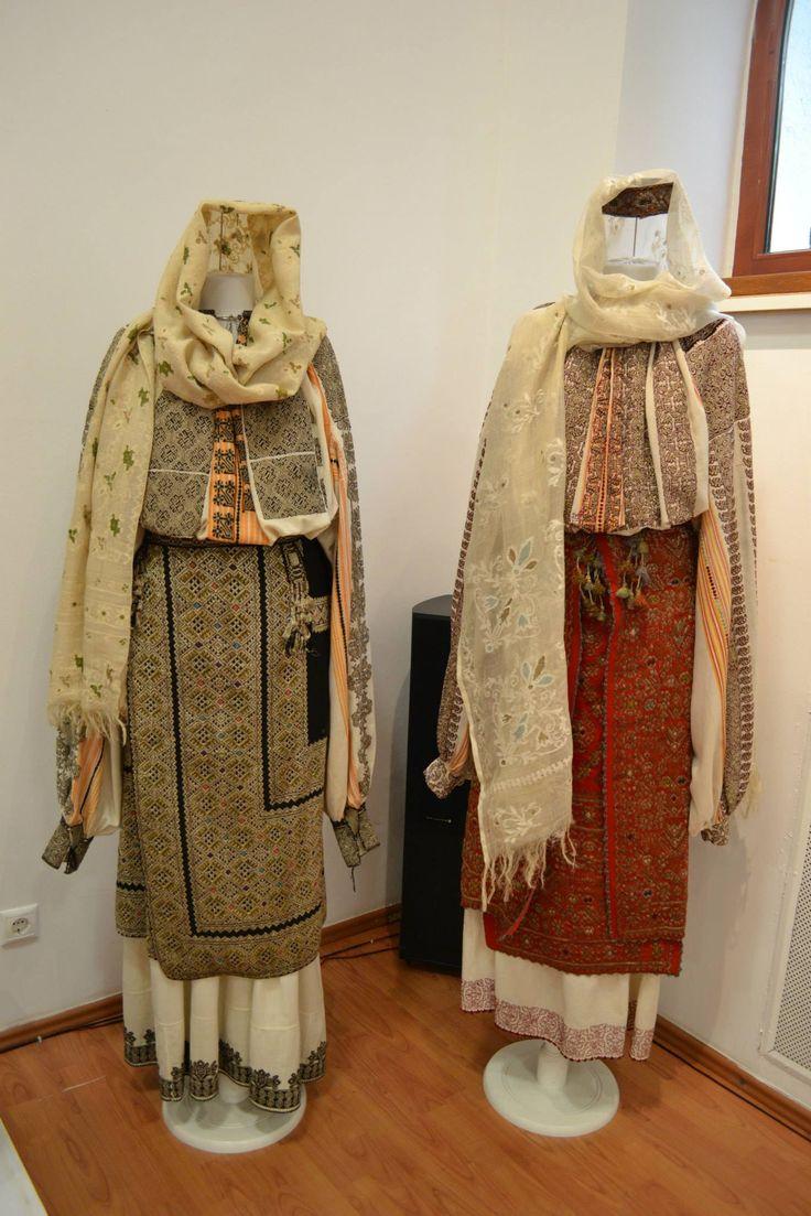 Romanian blouses - ie. Muscel region. Muzeul National al Satului Dimitrie Gusti