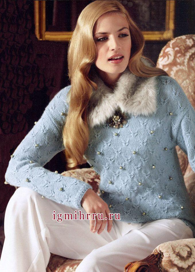 Мягкий голубой пуловер с жемчужинами. Вязание спицами