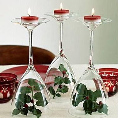 Te sobran copas estas navidades? No las guardes, decóralas con velas y algunas ramitas.