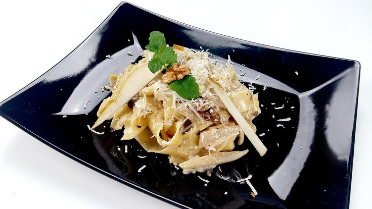 Pear-walnut pappardelle with gorgonzola by Spireats