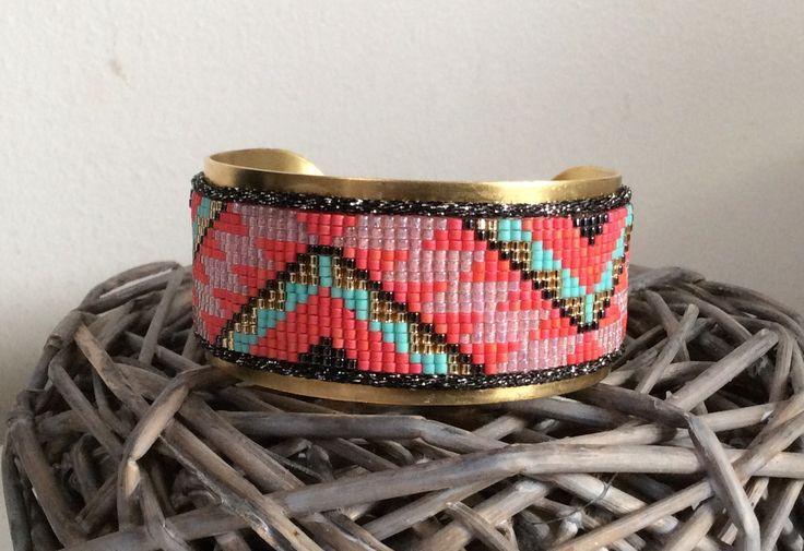 Manchette rigide forme jonc et tissée de perles : Bracelet par petit-bijou-de-chloe