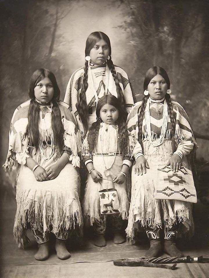 Индейские женщины и девочка, неперсе. Айдахо, 1890-1900