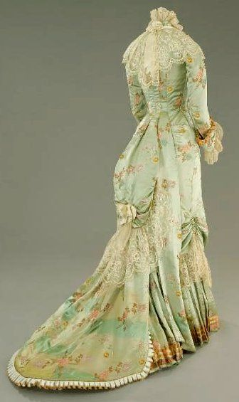 The silk gown worn by Countess Olenska (Michelle Pfeiffer) in 'The Age of Innocence'.