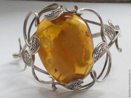 Браслет 'Фантазия' из серебра в интернет-магазине на Ярмарке Мастеров. серебряный браслет с крупным прозрачным, с дымкой натуральным янтарем. вокруг камня изящный ажурный рисунок. на руке шикарно смотр…
