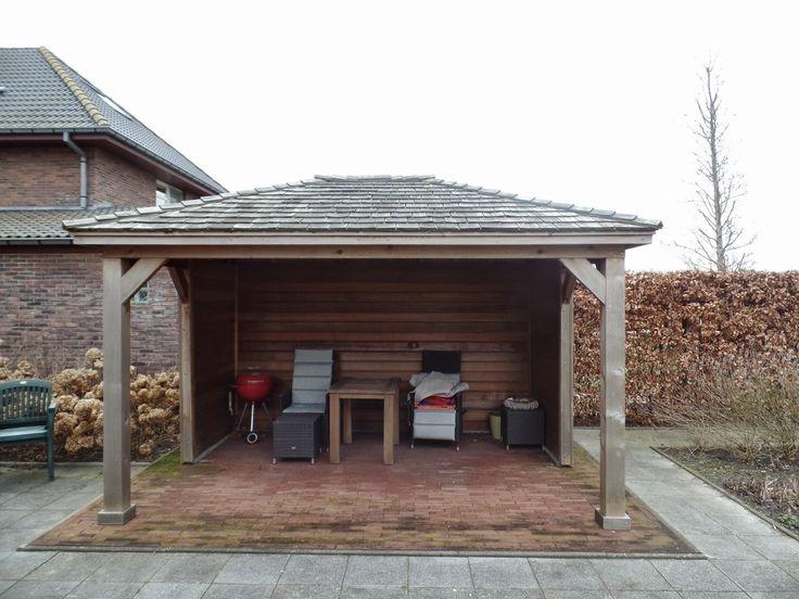 Prieeltje in western red ceder. Mooi vergrijst door de weer invloeden. Red ceder shingles als dakbedekking.