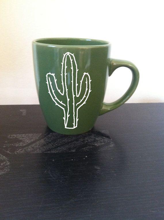 ¿Sensación Espinosa? Entonces esta es la taza para usted! Calcomanía de cactus en su opción de la taza, sólo mensaje me qué color prefiere.  Cada