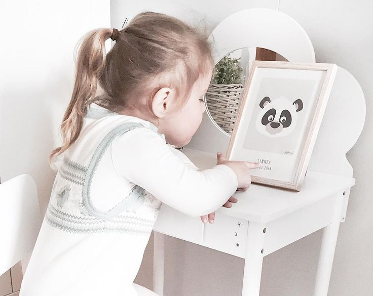 @mamma.karita has designed her own special nameposter, for her little Linnea, with name and date of birth - you can also design your own personal nameposter on the webshop and choose from over 100 different animals