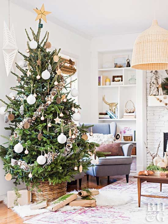 This year, trim the tree with pops of white and brown. This neutral tree allows the beauty of the Christmas tree itself to shine.