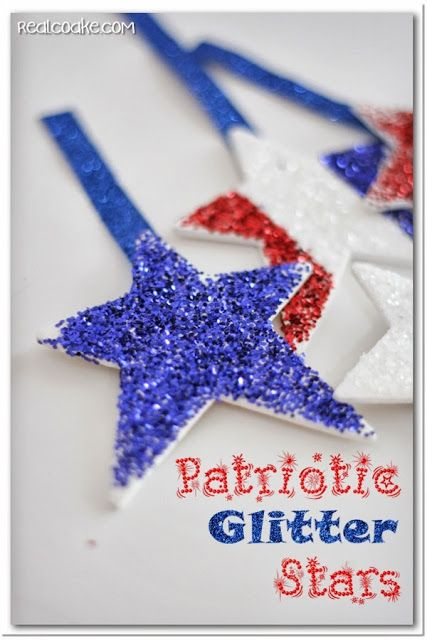 Simple 4th of July craft ~ Patriotic glitter stars from realcoake.com