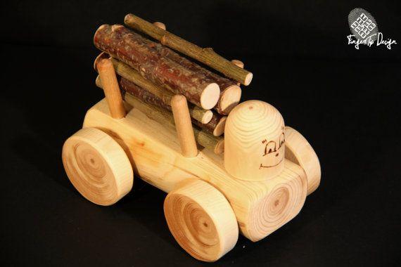 Petit camion dexploitation forestière en bois est fait main par tous les matériaux naturels. Camion est fou avec les journaux. Ce sera amusant pour charger et décharger des journaux du camion pour enfants, ainsi que les enfants en bas âge. Taille du jouet est parfait pour les petits doigts. Il a facilement rotation des roues. Jouets sont faits à la main à partir de matériaux naturels et respectueux de lenvironnement. Cest sûr, si les enfants mettront le jouet dans la bouche. Il ny a pas de…