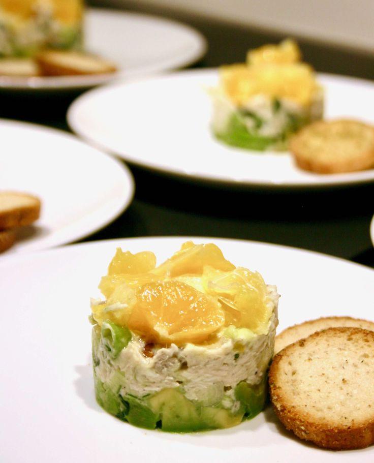 Gepocheerde kip tartaar met avocado en sinaasappel