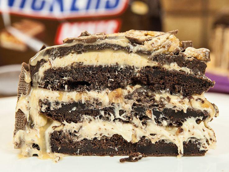 Snickers-Kuchen mit Marshmallow-Fluff und Karamellsoße - so sieht Kuchenliebe aus!