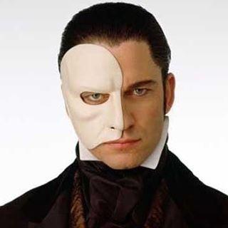 Gerard Butler  The Fantom of The Opera 昨夜は久々にPhantom鑑賞。何度見てもPhantomがマスクを取られるたび私の胸は張り裂けそうになる 12年前ほどのGerry。メイクも物凄い時間をかけ、歌にも相当な努力を積み重ねそんな大変な撮影を乗り越え今がある。  #fantomoftheopera #GerardButler #gerrybutler#actor#mylove#gerryjamesbutler#gerardjamesbutler #scottishactor #wonderful #love #favoriteactor #britishactor #amazing #movie #manoftheday #picoftheday#hot#movie #coolpic#cinéma#handsome#cool#ジェラルドバトラー