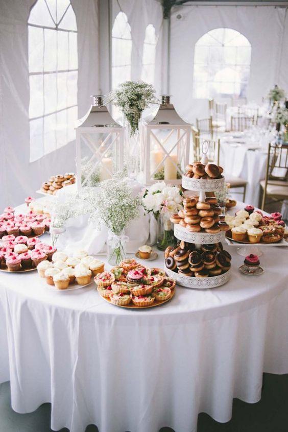 wedding donut dessert table ideas / http://www.himisspuff.com/wedding-donuts-displays-ideas/7/