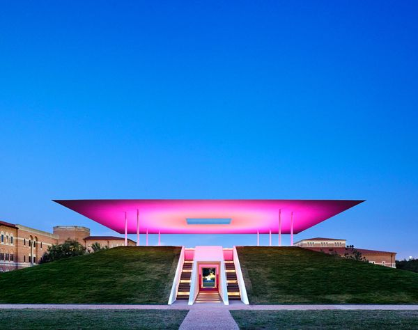 "Constructed of grass, concrete, stone and composite steel, the ""Twilight Epiphany"" Skyspace by James Turrell at Rice University in Houston. Photo Casey Dunn."