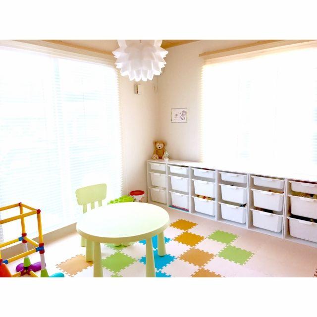 asukaさんの、棚,ダッフィー,ナチュラル,IKEA,カラーボックス,和室,収納,おもちゃ,北欧,ニトリ,シンプル,北欧インテリア,おもちゃ収納,キッズスペース,カラボ,IKEA 照明,シンプルライフ,すべり台,おもちゃ部屋,北欧ナチュラル,プレイマット,収納見直し,和室をキッズスペースに,2歳児との暮らし,こどもと暮らす。,トロファスト風,昼間の写真♡,のお部屋写真