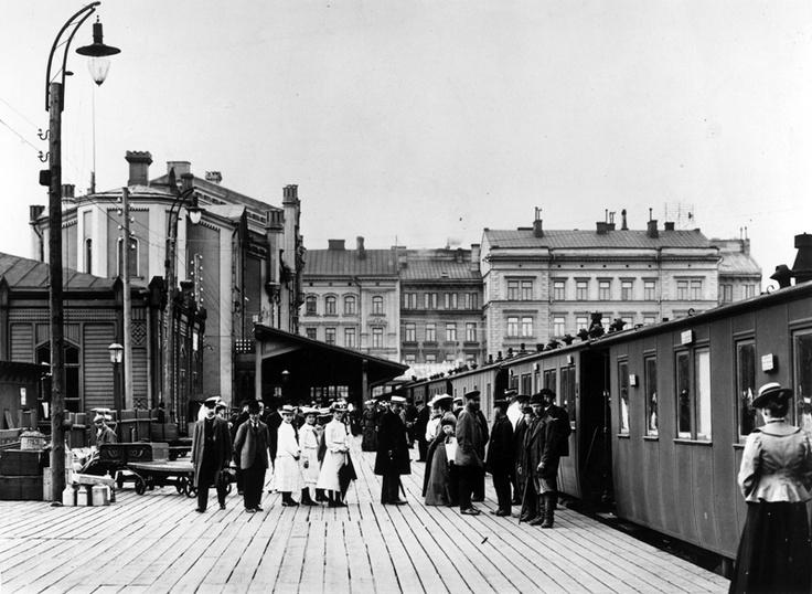 The old (former) Railway Station of Helsinki | Helsingin vanha rautatieasema. Foto: Signe Brander, 1907.