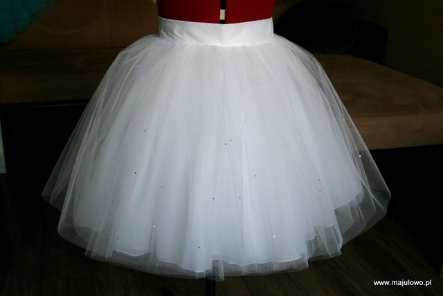 white tulle skirt with crystals, communion party