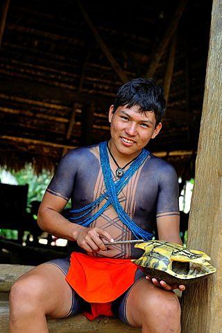 Embera , vida en la comunidad nativa por el río Chagres dentro del Parque Nacional Chagres, República de Panamá, América Central