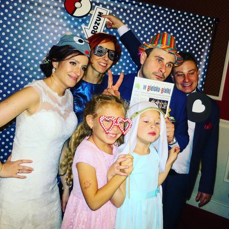 Wczoraj bawiliśmy się na weselu Igi & Marka w Bielsku Białej 📸 Młodej Parze dziękujemy i życzymy wszystkiego najlepszego na nowej drodze życia 🎉🍾🎂 #fotobudka #dobrazabawatopodstawa #party #smile #atrakcje #wesele #wedding  www.epic-events.pl