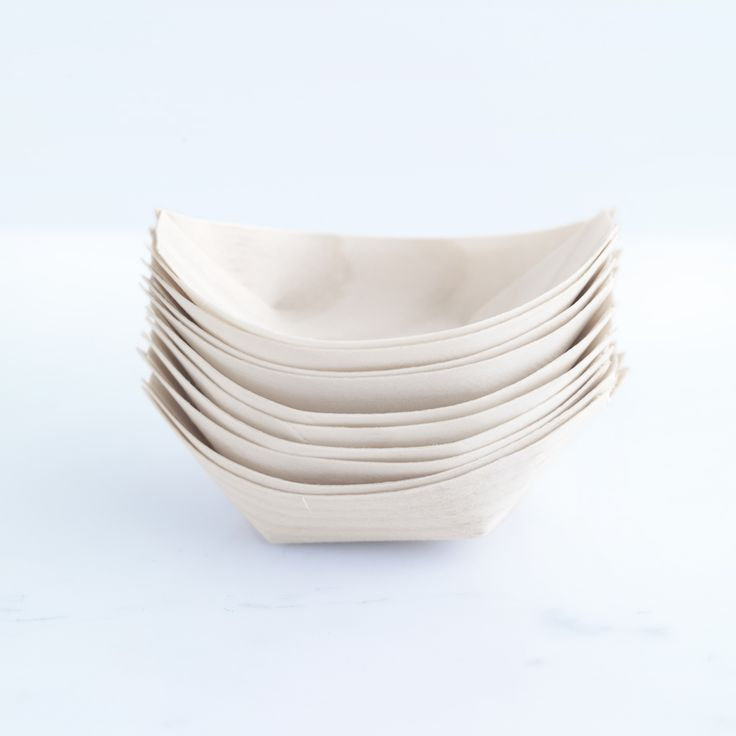 These disposable wooden boat-shaped dishes are great for entertaining, and come in three sizes.