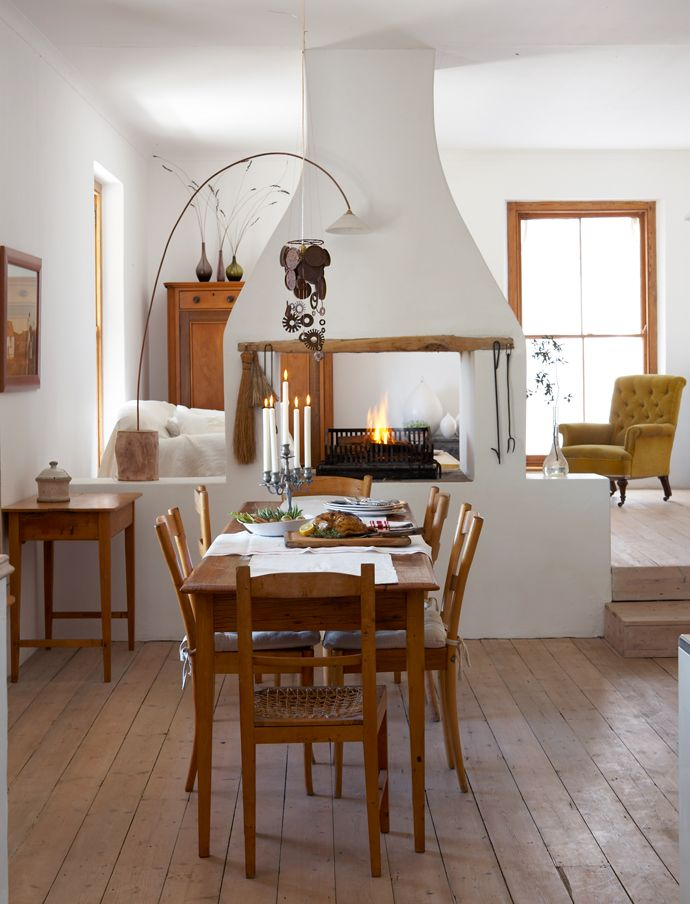 Charming Karoo home! Built from scratch, this snug abode emulates the area's sense of heritage.