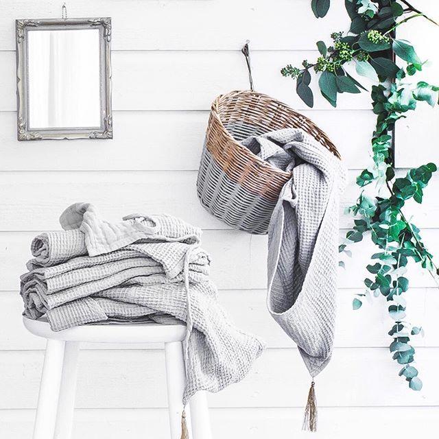 Casual and relaxed towels' arrangement  #numero74 #silvergreymood #simplicity #babytowel #ponchotowel #setoftowels #basket #kidsdecor #homedecor #homedecoideas #homedecoinspo #creativestorage #creativedisplay