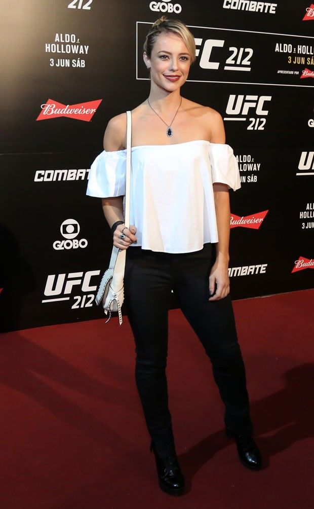 Paolla Oliveira na chegada ao UFC (Foto: Roberto Filho/Brazil News)