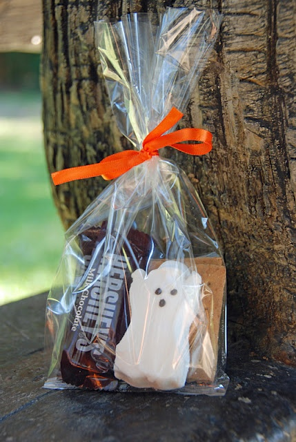 Halloween party favor.  What a great idea.  S'more all wrapped up.  Super cute!
