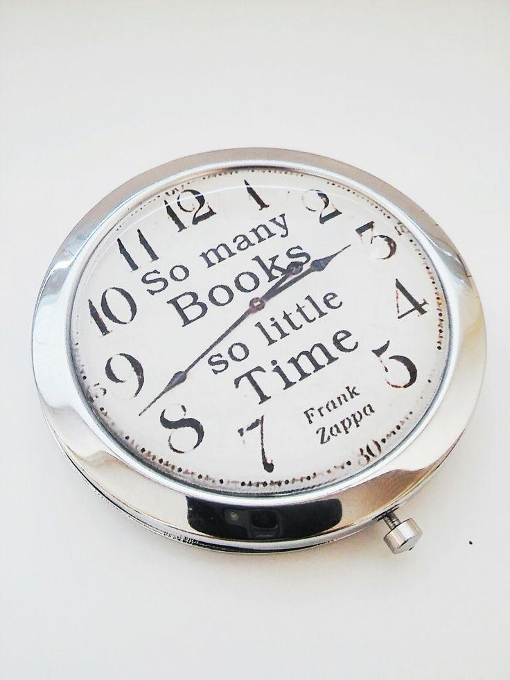 zrcátko+So+many+books,+so+little+time+zrcátko+s+motivem+So+many+books,+so+little+time+pro+vášnivé+čtenáře,+kteří+nemají+na+čtení+dost+času+:-)+doplním+i+text+na+přání+-+jméno,+monogram+vhodné+i+jako+dárek+pro+různé+příležitosti+motiv+přikrytý+epoxy+čočkou+zrcátko+-+otevírací,+průměr+70+mm,+průměr+motivu+57+mm+nebo+65+mm,+obsahuje+2+zrcátka+-+běžné+a...