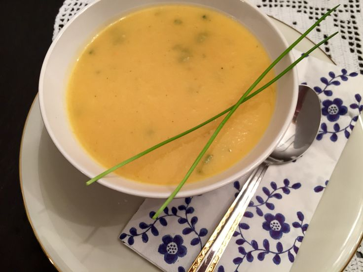 """Heute gab es mal wieder eine leckere Kohlrabi-Karotten-Suppe, die auch meinem Lieblingsmenschen sehr gut schmeckt. Die ist tatsächlich lecker und das Beste: sie ist auch noch sehr """"punktefreu…"""
