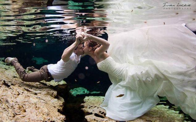 Novia convencional en su vestido pero no en su alma - Fotos de la boda inusuales