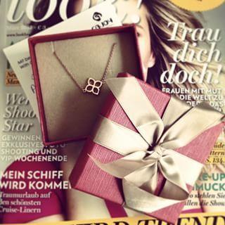 Diesen Frühling braucht jedes Fashiongirl ein Stück von Cajoy! Wir haben uns für das zarte Ornament-Armband in Gold entschieden!