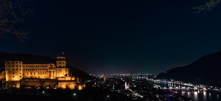 Heidelberg bei Nacht! Mit dem weltbekannten Schloss im Vordergrund ist das ein Traum für jeden Fotografen. Wie du solche Aufnahm erstellst und viele weitere hilfreiche Tipps erfährst du in diesem Videotraining. Nur auf das Bild klicken und mehr erfahren!