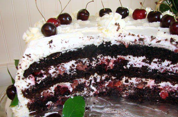 Torta della Foresta nera - Scenografica e golosa, la torta della Foresta nera è un classico della pasticceria, facile da preparare.