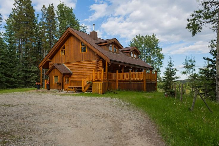 Entire home/flat in Bragg Creek, CA. Welcome to the Bragg Creek Bed & Breakfast.This 700sqft apartment with private bath is good for adventurers,business travellers or a writers retreat;only 30 min from Calgary and within an hour to Canmore, Banff National Park and the stunning Rocky...