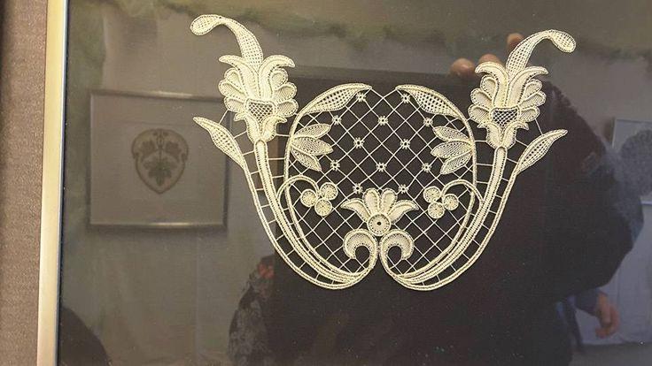 modern part lace, ? duchesse type ?? Yolande Pirson posted photo from exhibit
