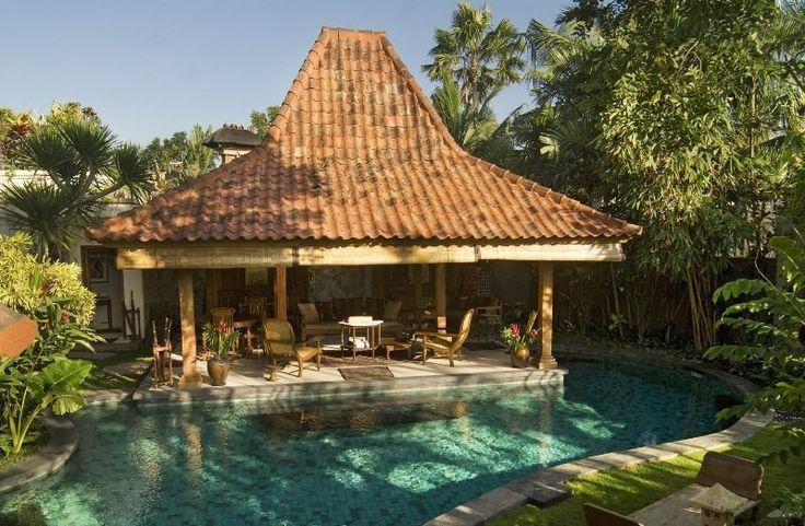 Villa Oost Indies presents 3 bedrooms, a pool in a original colonial-style design produced from indigenous teakwood. Villa Oost Indies is in Seminyak.