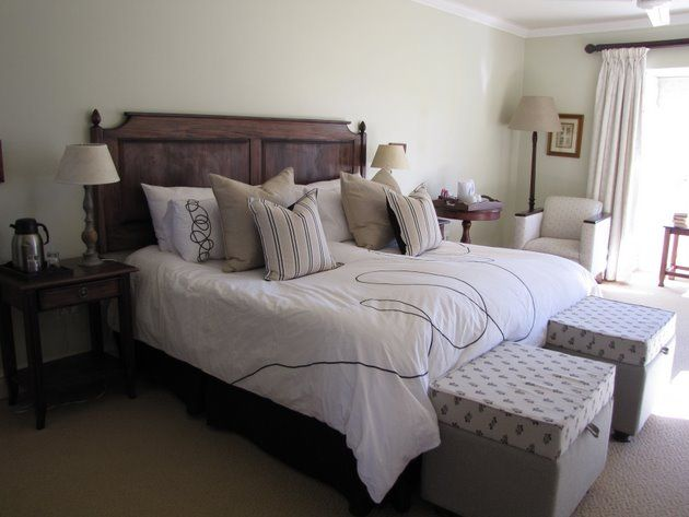 Moorcroft Manor Country House - Moorcroft Manor Country House is situated amidst rolling green hills and breathtaking sunsets, on the outskirts of the country village of Himeville.  The Manor prides itself in offering the highest standard ... #weekendgetaways #himeville #southafrica