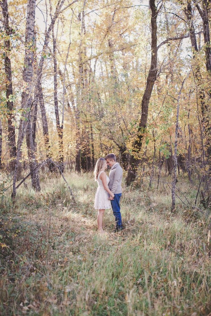 Yay!!! Happy Friday! We get to end this week off with one of the cutest classic fall engagement sessions ever from Nicole Field Photography. Jazzmon and Drew's engagement session is one for the books. The sun and warmth to the photo shoot is amazing. We love when you can tell by the photos how much a couple really is in love with each other. It will give you all the feels and wait until you read this couples love story.