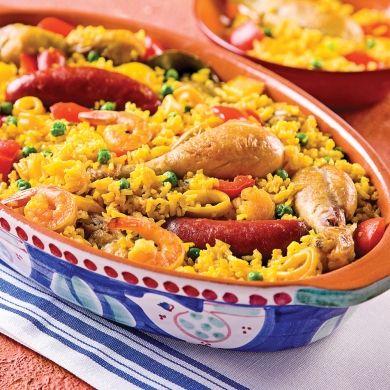 Même ce joli plat d'Espagne peut être cuit à la mijoteuse! La cuisson lente rend le poulet d'une tendreté absolue et le fait d'ajouter les fruits de mer seulement en fin de cuisson conserve toute la finesse de leur chair.