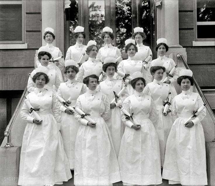 Enfermeras recién graduadas en la Georgetown University (Washington, 1914)