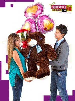 PURO PLACER AL REGALAR Sorprende con este especial peluche gigante que enamorara una vez mas a esa persona especial. Visita nuestra tienda online www.sorpresascolombia,com o comunicate con nosotros 3003204727 - 3004198